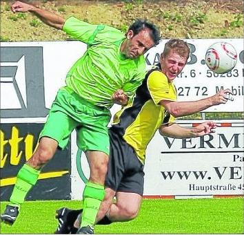 Goldenes Tor: Bilal Özberk (links) erzielte beim ersten Ehrbachtaler Sieg gegen Gönnersdorf den Treffer. M Foto: Ve. Schmidt