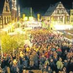 """Die romantische Kulisse von Oberwesel macht den Weinmarkt zu einem besonderen Erlebnis. Als Magnet erweist sich am Samstag wieder mal das pyrotechnische Spektakel aus der Kategorie """"Rhein in Flammen"""". M Fotos: Suzanne Breitbach"""
