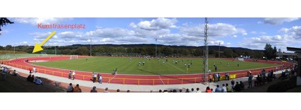 Spielort am Wochende ist der Kunstrasenplatz (rechts) im BOMAG-Stadion