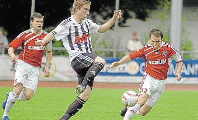 Auswärts top: In Mayen (Mitte André Marx) und in Linz hat der SV Morbach um den Kappeler Roman Theise (links) und den Sohrener Artem Sagel bisher gewonnen. M Foto: Walz