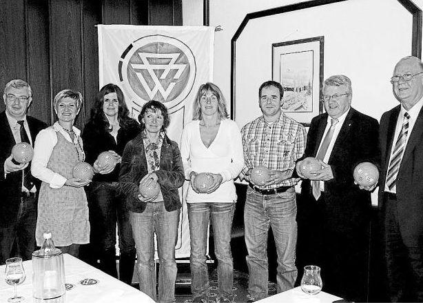 Die stv. Jugendleiterin Alex Jäckel (Ditte von Links) wurde für Ihre ehrenamtliche Arbeit bei der Vesalia ausgezeichnet
