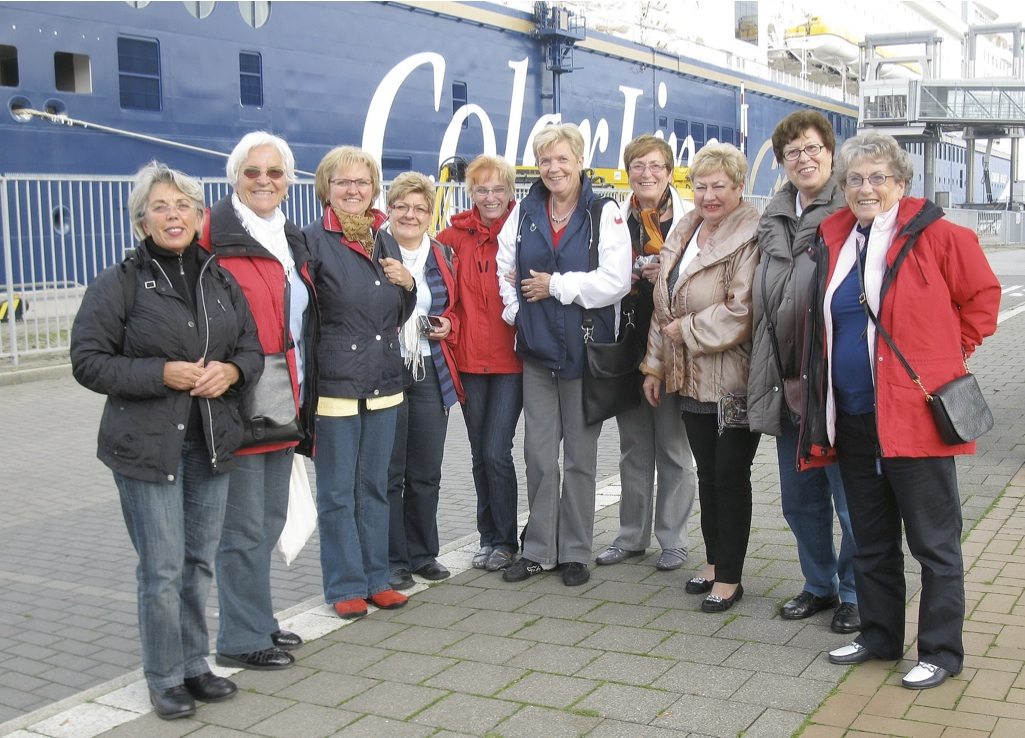 Die Turnerinnen der Vesalia mit Trainerin Ellen Lorch (links im Bild) auf Kreuzfahrt in den hohen Norden