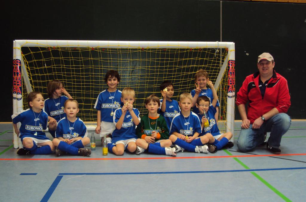 Die Bambinis der Vesalia mit Trainer Markus Haberkamp