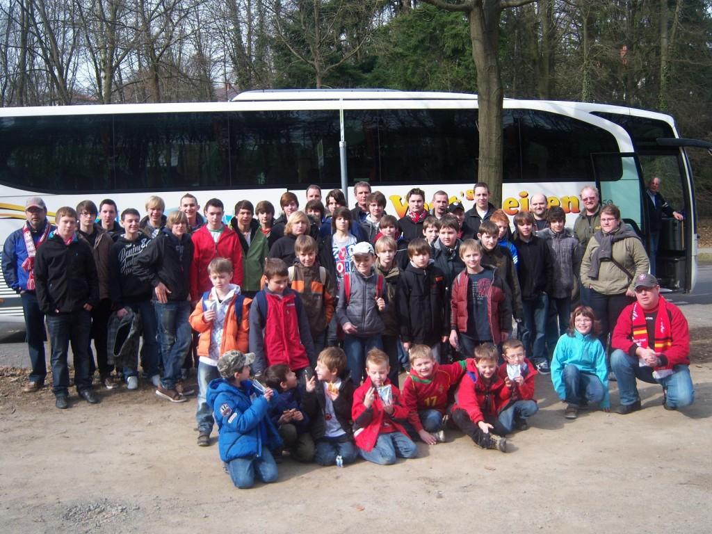 Die Gruppe Jugendfußball des SV Vesalia 08 Oberwesel nach der Auskunft in Kaiserslautern.