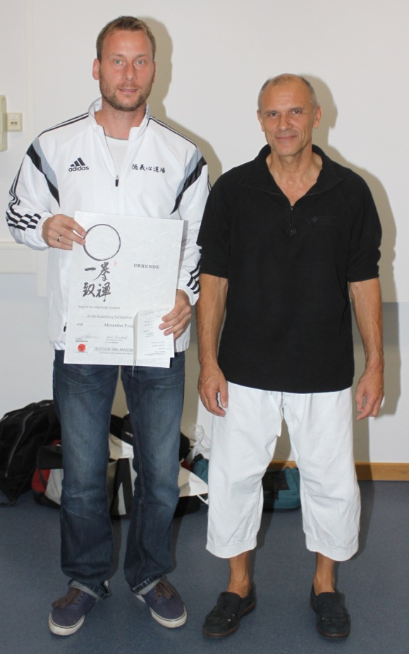 Vesalia Karate Lehrer Alexander Freund (links) mit Ausbilder und Referent Dr. Axel Binhack (rechts).